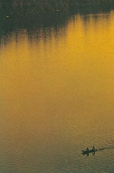 scxchw.jpg (JPEG Image, 422x640 pixels) #lake #yellow #photography #sunrise #golden #canoe #sunset