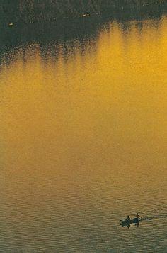 scxchw.jpg (JPEG Image, 422x640 pixels) #photography #canoe #lake #sunrise #sunset #yellow #golden