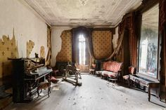 Nicola Bertellotti Explores Fascinating Abandoned Castles Across Europe