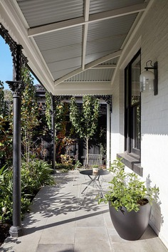 An Innovative Renovation and Extension of a Beautiful Federation Home