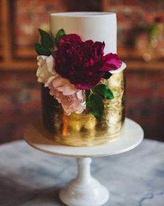 Gold foil and fresh flowers wedding cake,