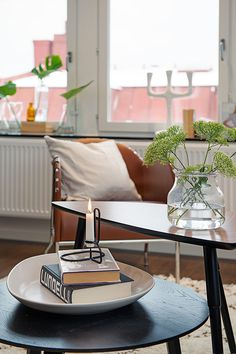 Living room, coffee tables,