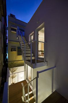 Light-Filled Courtyard House That Combines a Studio and Exhibition Space 19