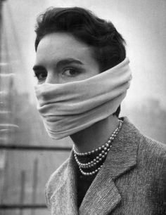 London Smog, December, 1952   HOW TO BE A RETRONAUT #london #1950 #smog #girl