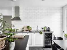HOMES TO INSPIRE   AIRY ELEGANCE