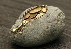 Jay Mug  Stone Coin Purse by Hirotoshi Ito