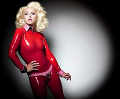Glamour Photography: Drag Queens Around the World by Magnus Hastings