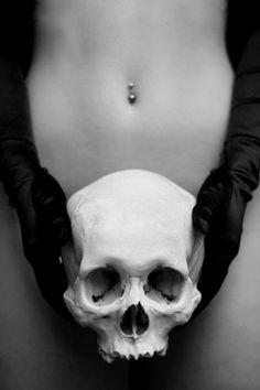 Inget För Alla #gloves #skull #woman