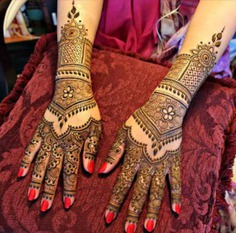 Floral and boxes Mehendi Design