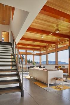 Issaquah Highlands House Offering Panoramic Views of Lake Washington 3