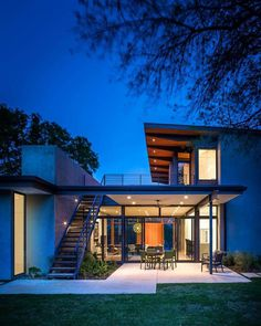 Modern architecture and spacious roof terrace Barton Hills Residence - HomeWorldDesign (12) #house #interiors #home #texas #austin #architecture