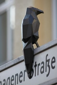 tumblr_m7diy1xIpX1qb38ylo1_1280.jpg (565×847) #polygon #germany #shard #street #art #crow