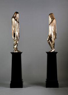 Beggar's Bash #object #statue #gold