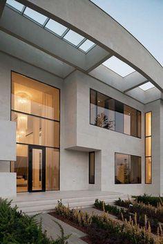 Exceptional contemporary villa with distinctive facade in Moscow