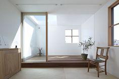 Inner terrace with skylight. Photo by Koichi Torimura. #terrace #minimalist #skylight #tatoarchitects