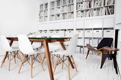 Office Space that inspires // Офис пространство, което вдъхновява | 79 Ideas #white #office #books #clean #minimal #library #eames