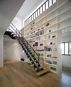 amstelveen_250110_10.jpg 850×1030 pixels #stairs #shelves #architecture