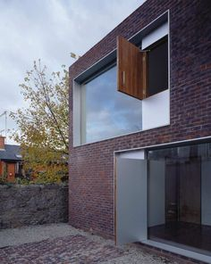 Alma Lane House / Boyd Cody Architects #architecture #brick #facades #houses #solid #void