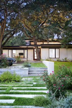 Three-Courts House in Austin / A Parallel Architecture