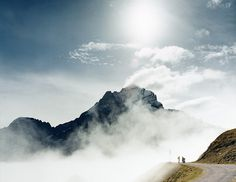 178f9cf4d8ceac9f5bd50b474c750756.jpg (600×463) #clouds #mountain #sunshine #peak #trail