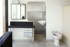 salle de bains - au 7ème étage de l'immeuble molitor, on retrouve àla fois #corbusiers #interior #architecture #studio #le #apartment