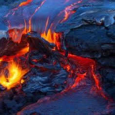 Photographer Tom Kualii Captures Spectacular Lava Flow in Hawaii