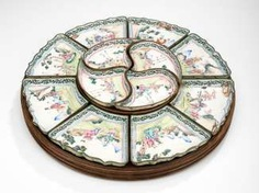 Doctors Set from Canton enamel on a rotating disc made of wood #porcelain