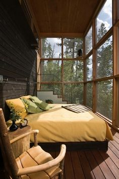 cottage decorating / Now this is a sleeping porch! #interior #bedroom #house #porch