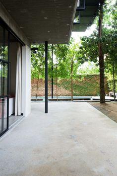 Concrete veranda. Home of Wen Hsia and BC Ang. © Marjon Hoogervorst. #veranda #concrete