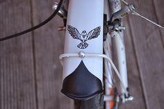 Zaczarowana Walizka #fender #bicycle #flight #black #bird #bike #cycling #detail