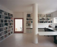 up_270311_11 » CONTEMPORIST #interior #urban #house #architects #private #books #architecture #chyutin