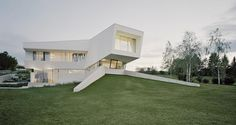 Spaceship House: Detached All-White Contemporary Villa Freundorf #architecture #contemporary