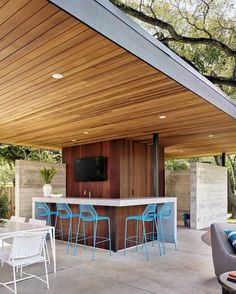 Lakemoore Residence: Updating a Traditional Farmhouse Frame in Austin, Texas 9