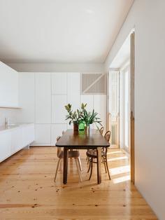 Apartment in Lapa by Filipe Foncesca Costa
