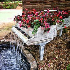 Old Piano Into Outdoor Fountain #interior #design #decor #deco #decoration