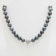Necklace out of 37 Tahiti cultured pearls