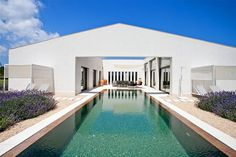 Beautiful House and Courtyard with a Swimming Pool