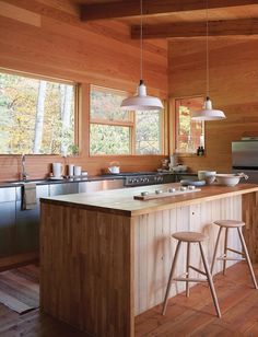 Off-the-Grid Cottage / Nature-Inspired Retreat in Haliburton Highlands