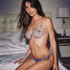 Victoria's Secret Unveils The $2 Million Fireworks Fantasy Bra #LilyAldridge #Fireworks #FantasyBra #VSFantasyBra #VSFashionShow