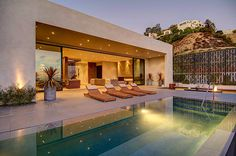 Exquisite Luxury home in Los Angeles by Meredith Baer #los #modern #home #architecture #angeles #luxury