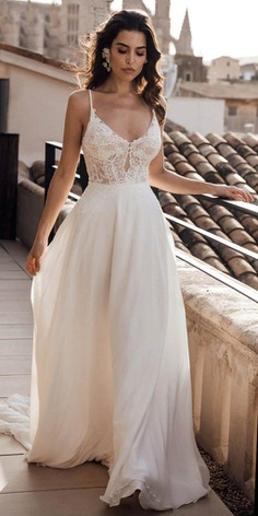 The Louvienne 2019 bridal collection shows elegant effortless beauty. Every gown is created with love and passion, as a result, exude seduction, femininity and comfort.