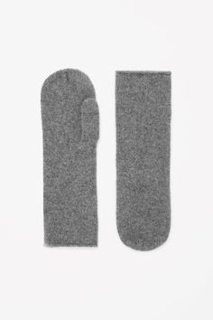 Cashmere mittens #cos