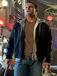 #HappyBirthday to #StephenAmell, he played very well in #TeenageMutant #NinjaTurtles2. Good Luck for your Future.