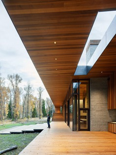 Riverbend House: A Modern Art Piece on the Banks of the Snake River
