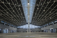 Shijiazhuang International Convention & Exhibition Center,interior of standard exhibition hall. Image © Li Yao
