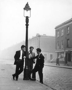 Bert Hardy exhibiton : Bert Hardy exhibiton #group #chat #lamppost #lads #road #photography #vintage #boys #street #50s #friends #social