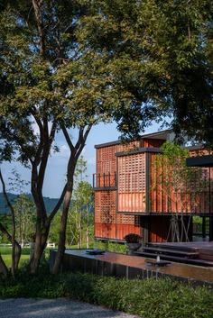 Binary Wood House / TA-CHA Design