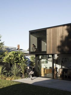 Modern Steel-Framed Home With Extensive Views Over Auckland 9