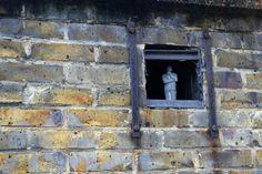 cement miniature sculptures artist isaac cordal 5