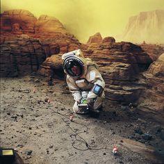 spaceAstronautL.jpg 1498×1500 pixels
